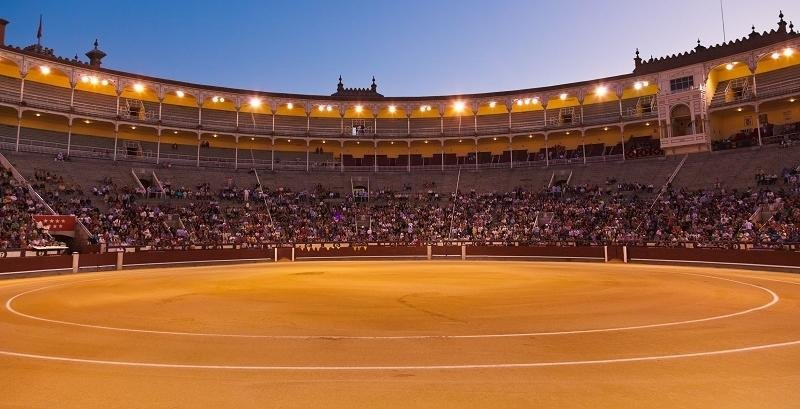 Plaza de toros - arena do walk byków (corrida)